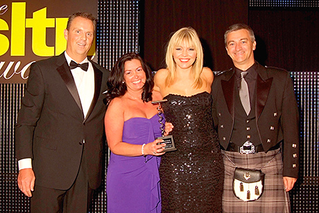Iain (right) and Katie McLaren pick up the SLTN Community Pub of the Year Award for 2012.