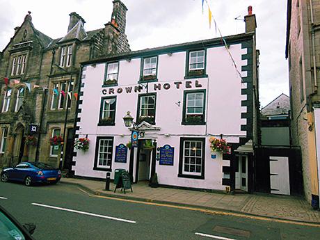 The Crown Hotel has ten bedrooms.