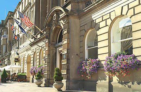 "• Edinburgh city council hopes to encourage a ""cafe culture"" on the street."