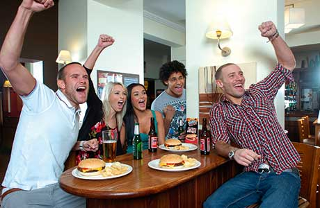 Food can extend people's time in pubs.