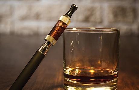 shutterstock_e-cig and whisky