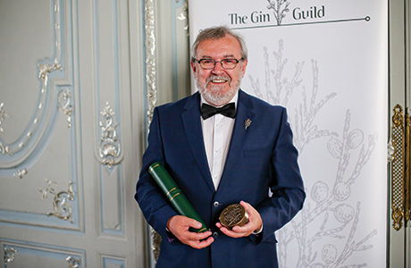 Tom Nichol Receives Lifetime Achievement Award