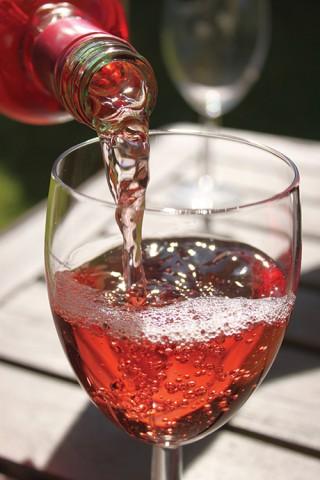 rxose wine pour