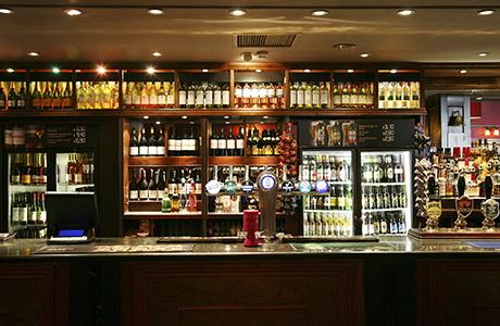 shutterstock_pub interior