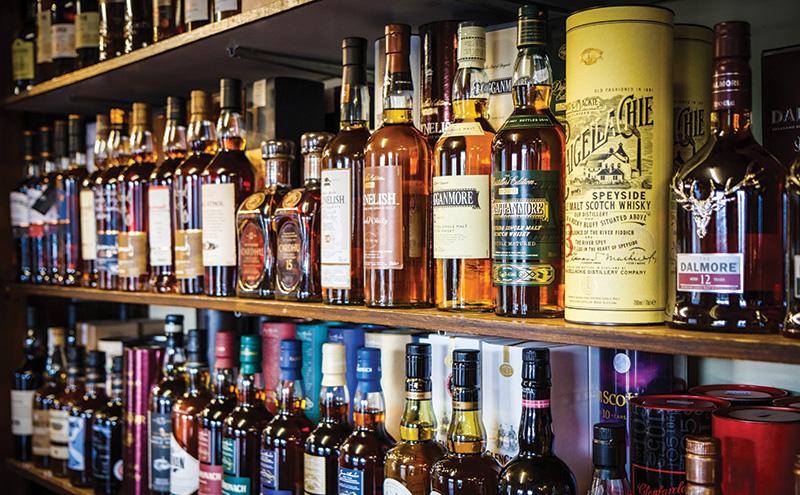 018_015_whisky shelf