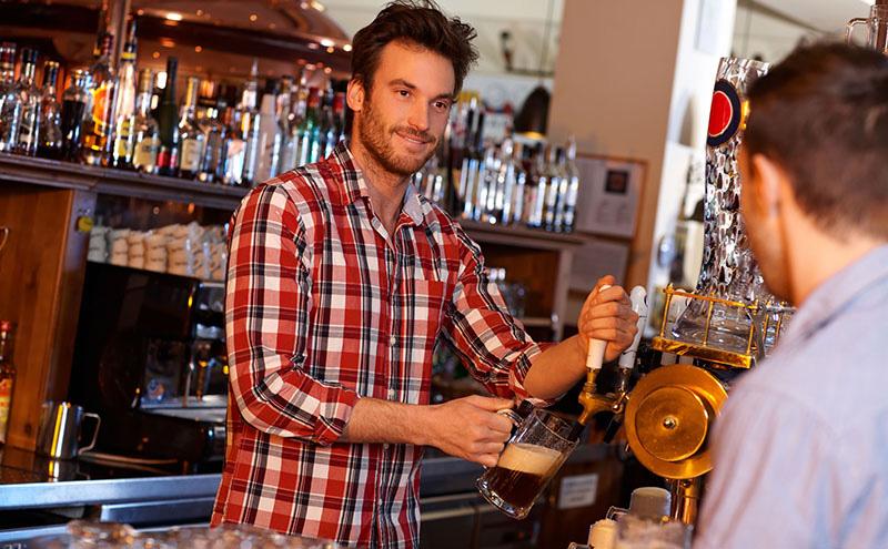 013_Bartender and beer