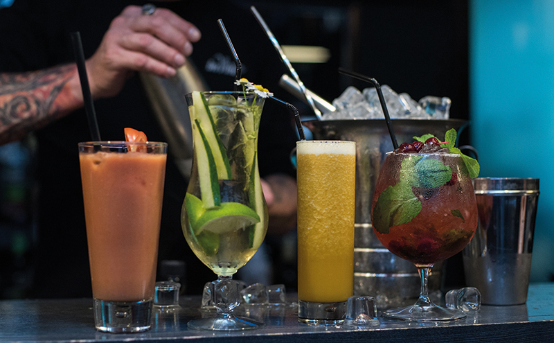 029_bartender mixing cocktails