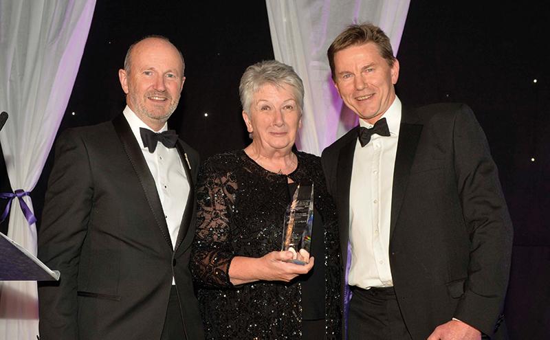 Lifetime-Achievement-Awardred