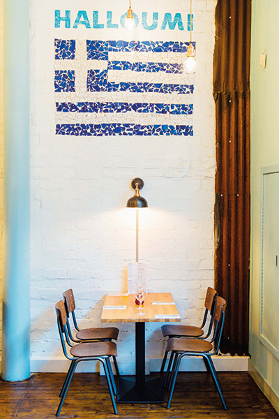 table-with-flag-of-plates