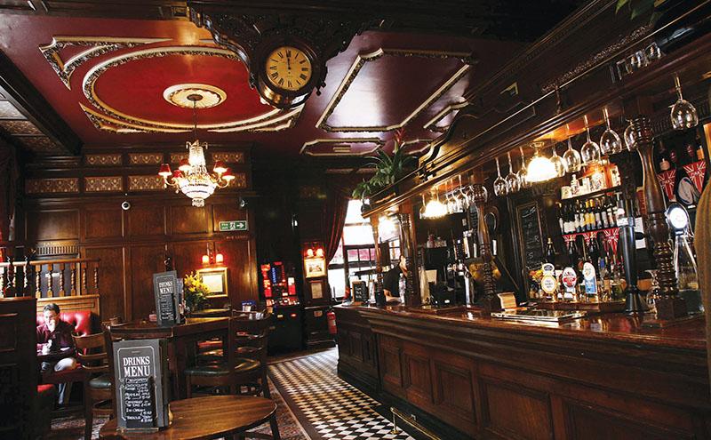 shutterstock_alternate-pub-interior