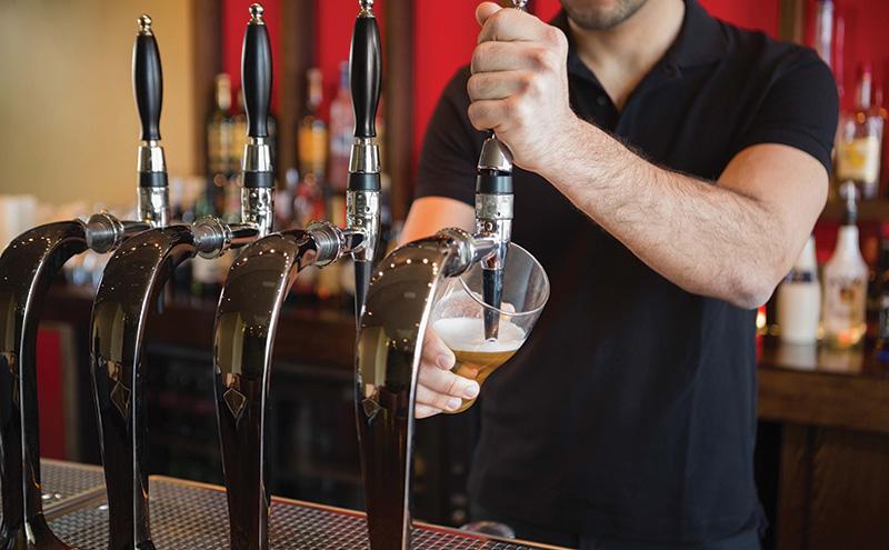 shutterstock_barman-pouring-pint