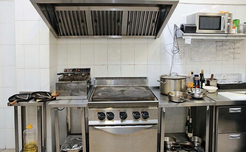 shutterstock_microwave-in-kitchen