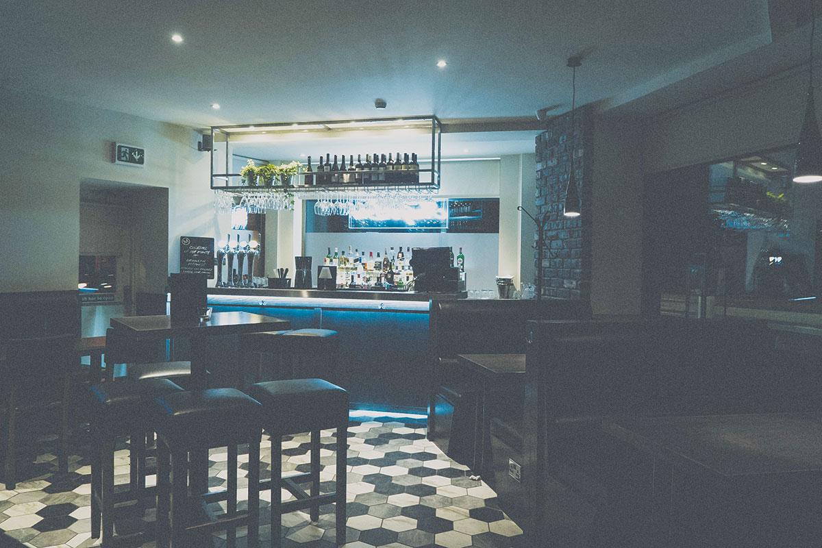 Andy's-Bar-at-The-McMillan