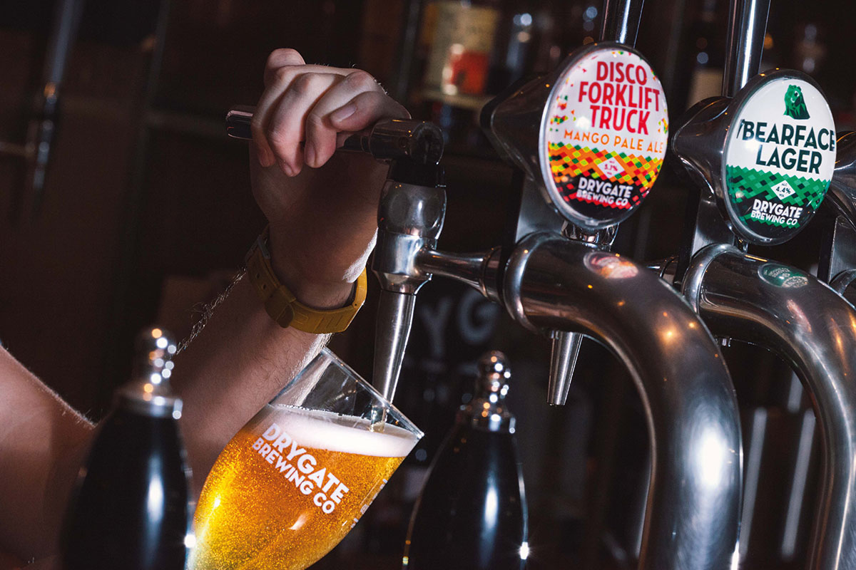 Drygate-Rebrand-Pouring