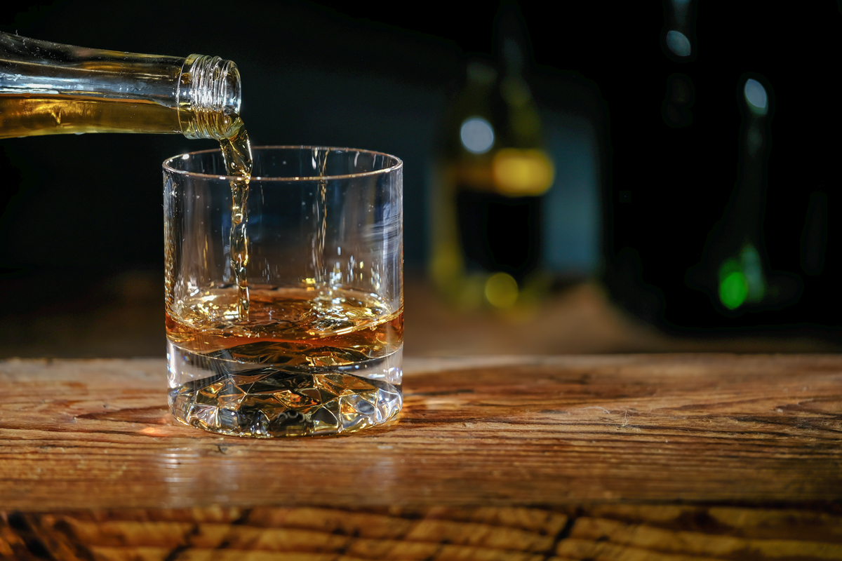 whiskey pour into glass
